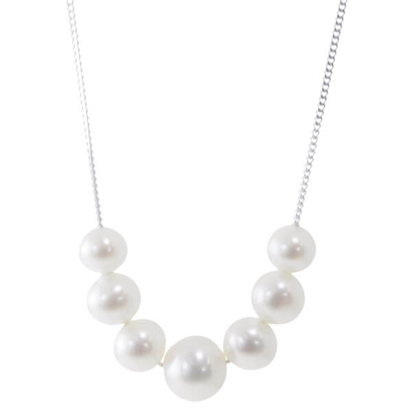 Graduated Pearl Necklace by Bijoux Jewels