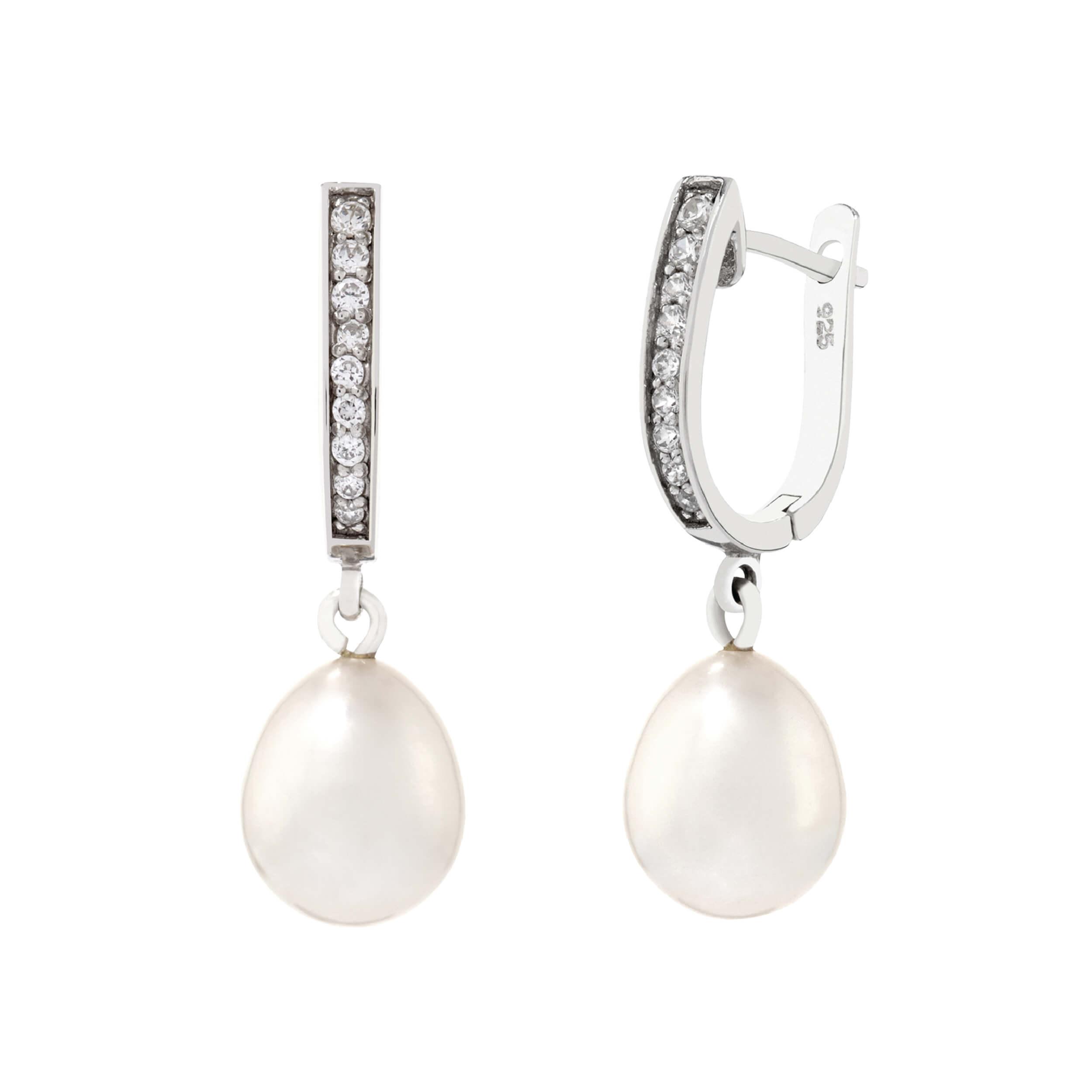Pearl Earrings by Bijoux Jewels